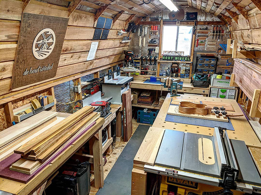 Daryl's de Houtwinkel small, converted shed woodworking shop space in Montana