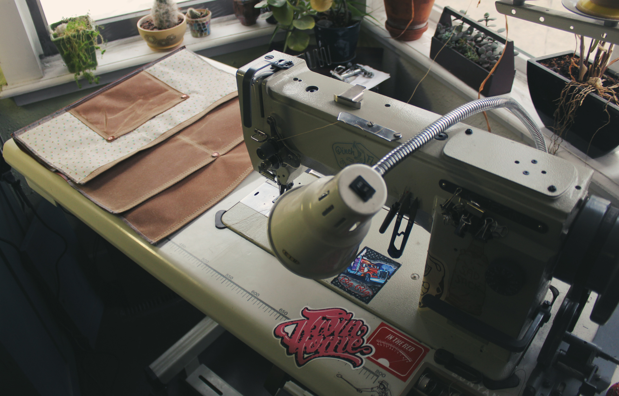 Canvas industrial sewing machine